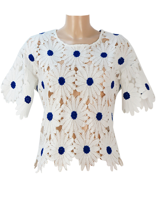 60's Style Short Sleeve White Top with Cut Away Daisy Shapes - S/M