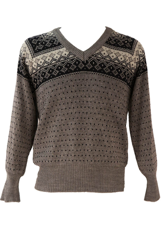 Fair Isle Patterned V-Neck Jumper in Grey, Navy and Cream - M